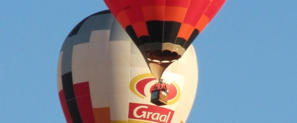 Two_overlapping_hot_air_balloons-crop